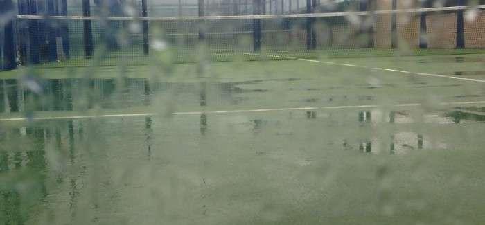 Giocare a Padel dopo la pioggia…